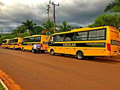Resultado de imagem para Prometido em campanha, prefeito Arlei Barbosa recebe micro-ônibus novos para atender universitários