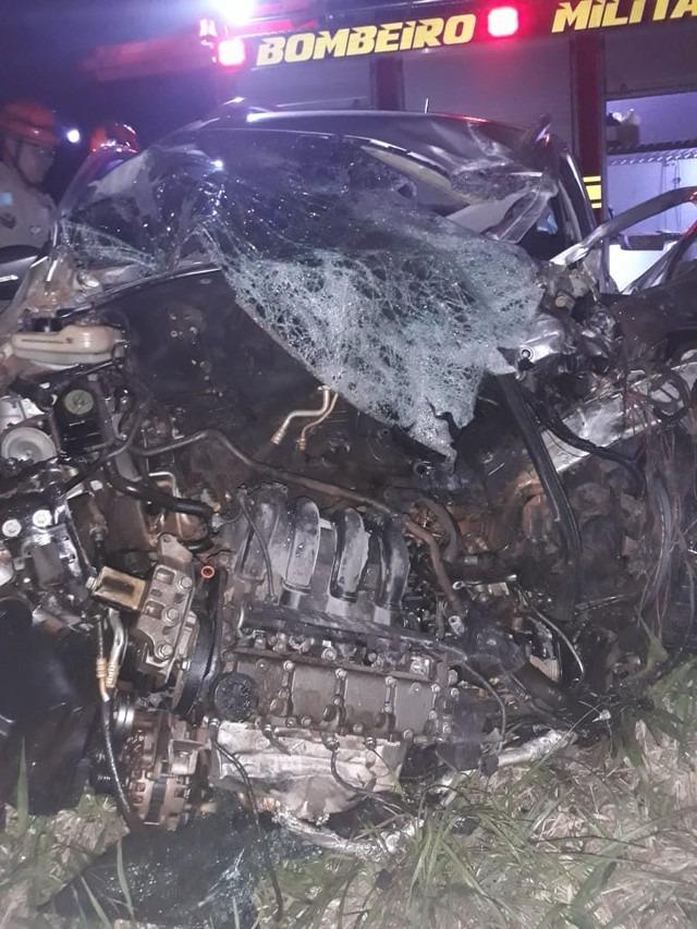 Frente do veículo ficou destruída — Foto: PRF/Divulgação